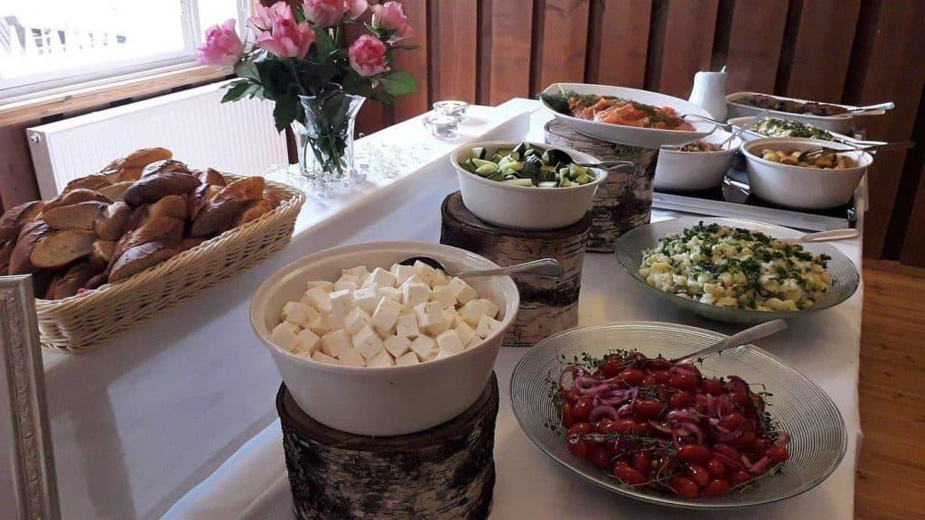 salaattipoyta-hyvaa-ruokaa